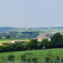 Ausblick vom Aussichtsplatz Eifelblick, Ausschnitts zeigt  Richtung Beulich und Morshausen