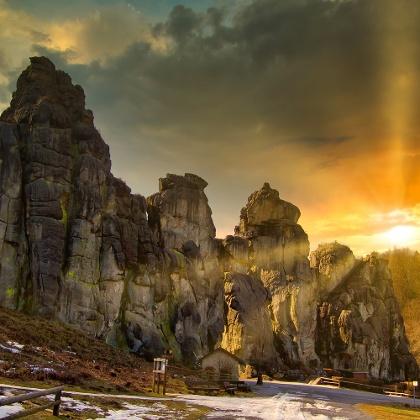 Die Externsteine sind eine markante Sandstein-Felsformation im Teutoburger Wald in der Nähe von Detmold