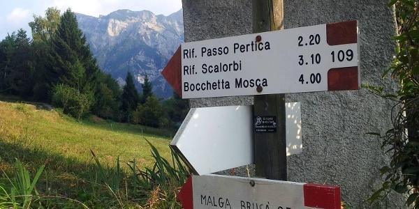 Indicazioni per rifugio Passo Pertica
