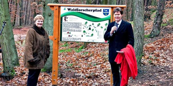 Eingangsportal des Waldforscherpfades