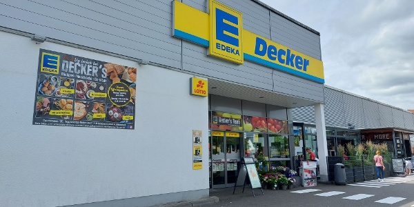 Eingang des EDEKA Decker in Birkenfeld