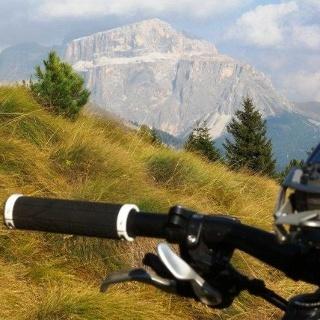 Mountainbiketour von Canazei durch das Durontal zum Seiser Alm Haus.