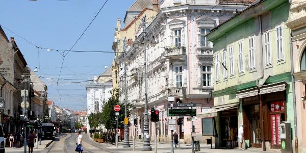 Miskolc főutcája a Villanyrendőrrel