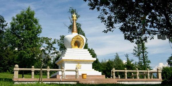 Friedensstupa des buddhistischen Kloster Letzehof