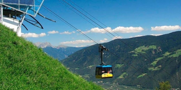 The Unterstell cable car leads hikers and climbers from Naturns up to 'Monte di Sole'.