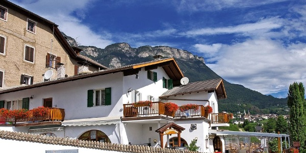 The restaurant Eggbauerhof in Caldaro - expect a friendly staff and tasty food.