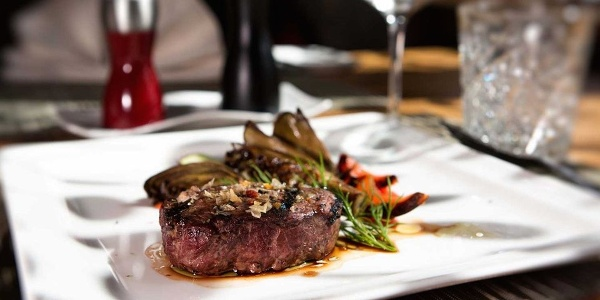 The restaurant steak house Hardimitz'n in Riscione, next to Brunico seduces with it's extraordinary taste.