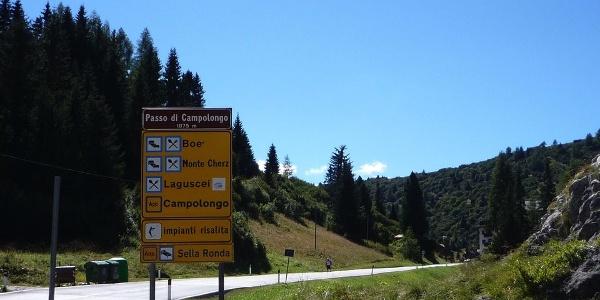 Der Campolongo Pass ist ein Klassiker für Radfahrer.