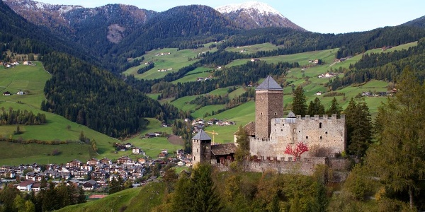 Reinegg castle high above Sarentino