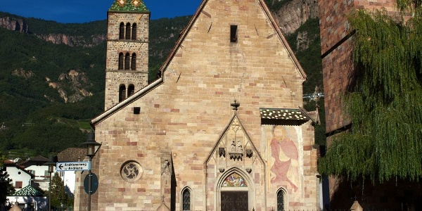 """The High Gothic parish church of Terlano with frescoes of the """"Bolzano school"""" and the 75 m high tower."""