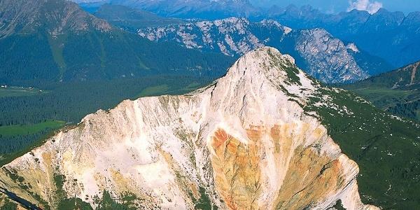 Das Weißhorn bei Aldein mit dem geologisch interessanten Felsabriss.