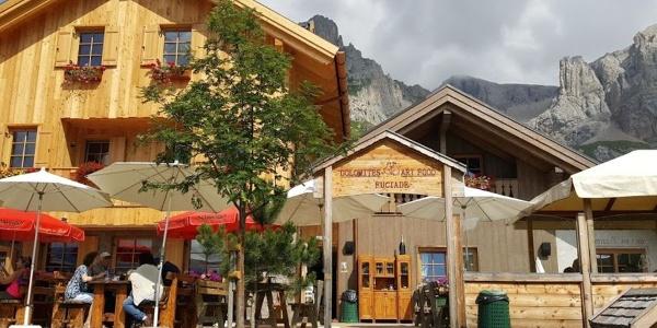 Herzlich willkommen auf der Hütte Rifugio Fuciade am San Pellegrino Pass!