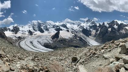 Piz Palü, Piz Bellavista, Piz Morteratsch, Vadret Pers & Vadret Morteratsch seen from 90 meters below the Munt Pers summit.
