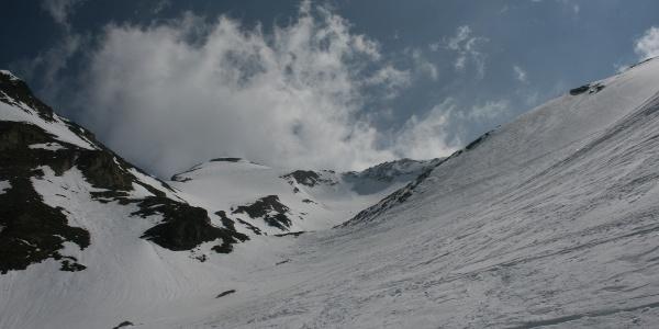 Blick vom mittleren Kar auf die Gipfelflanke der Grabspitze.
