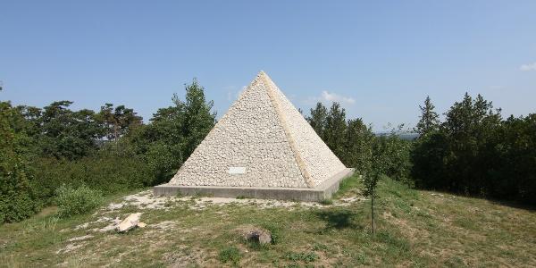Iszkaszentgyörgyi piramis