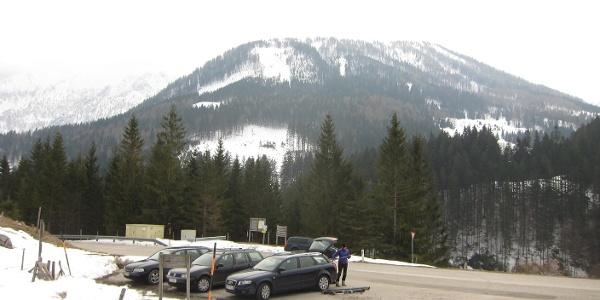 Parkplatz südlich der Hengstpasshöhe, im Hintergrund Hochsur/Schafkogel