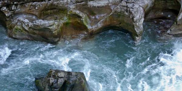 Seit Jahrtausenden nagt das Wildwasser am Fels.