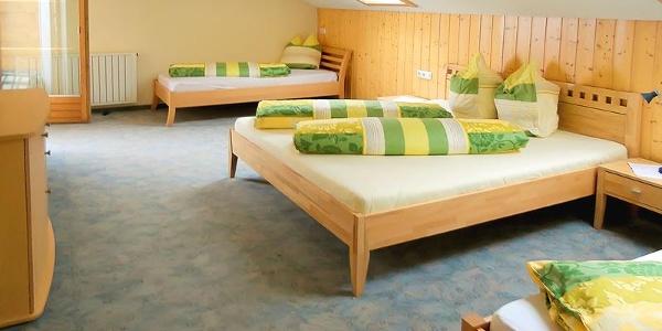 Schlafzimmer 4 Bett