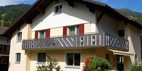 Haussansicht mit Balkon