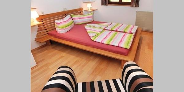 Schlafzimmer mit Doppelbetten