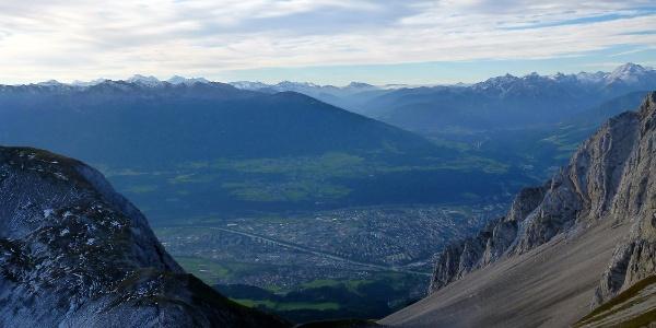 Blick zurück zur Arzler Scharte und auf Innsbruck