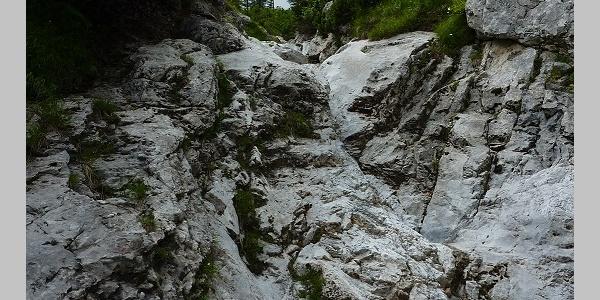 Ausgetrocknetes Bachbett im Lohmgraben - muss nicht begangen werden, der Weg führt vorbei, ist aber sicher was für abenteuerlustige Kraxler!