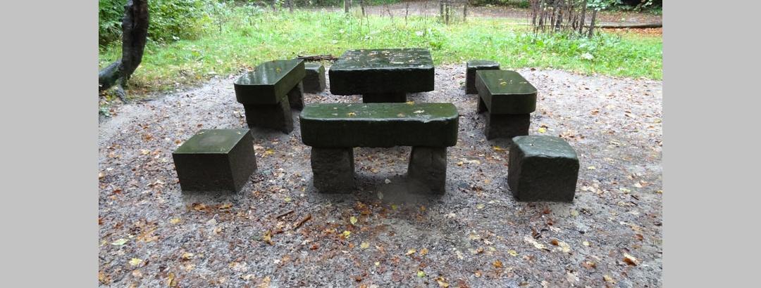 Steinerner Tisch
