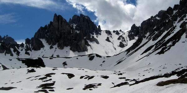 Beim Dohlennest - Einsicht in den ersten Teil des Aufstiegsgeländes - Hinten die Malgrubenspitze