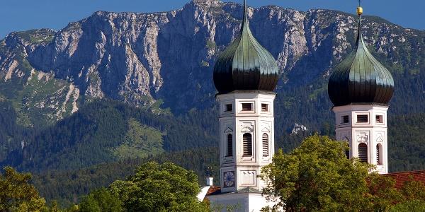 Benediktenwand von Benediktbeuren aus gesehen