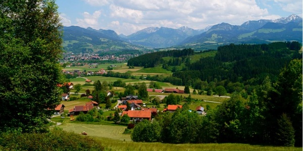 View onto Bettenried and the Ostrach valley with Bad Hindelang and Oberjoch in the back