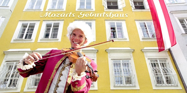 Vor Mozarts Geburtshaus