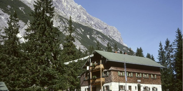 Erster Stützpunkt ist die Reintalangerhütte.