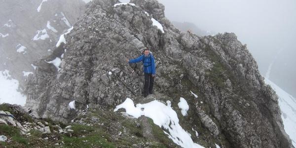 Die letzten Meter zum Gipfel der Erlspitze
