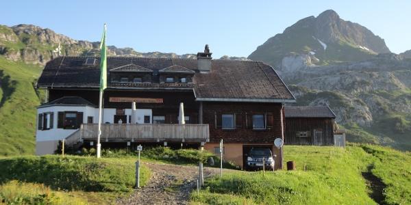 Biberacher Hütte mit Künzelspitze