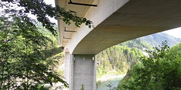 Wie breit eine Autobahn ist merkt man erst, wenn man sie unterquert.