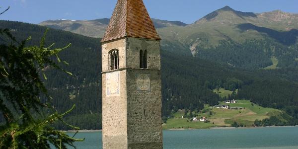 Der Grauner Turm im Reschensee.