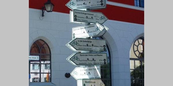 Tourenstart am Schilderbaum in Erding