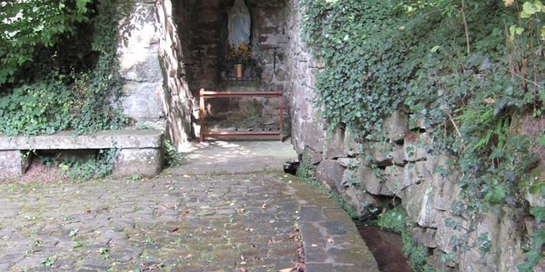 Grotte an der Kneipp-Anlage