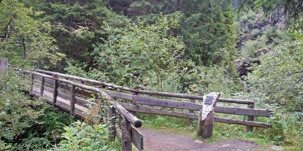 Die Brücke über den Frötschbach