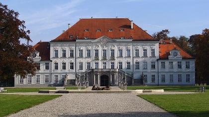 Blick auf das Schloss Haimhausen