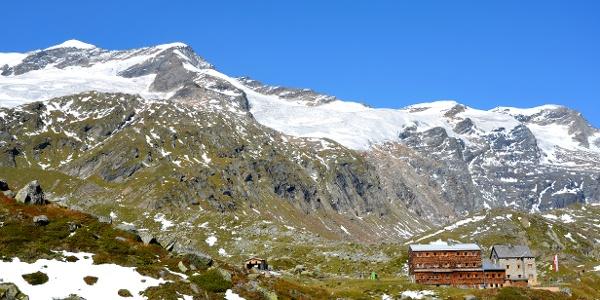Essener und Rostocker Hütte links im Hintergrund die Simonyspitzen