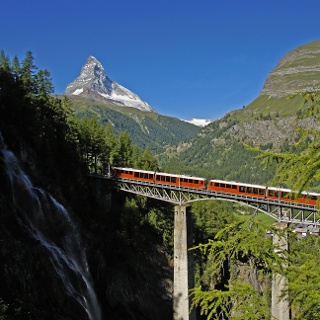 Trajet à bord du Gornergrat Bahn via le pont de Findelbach