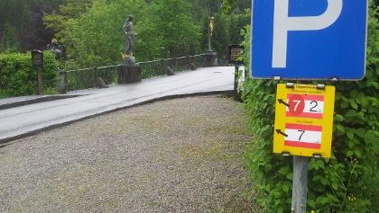 Parkplatz bei der Brücke
