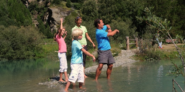 Refreshing dip for the whole family at the Schalisee