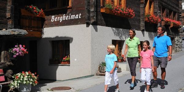 Randonnée à travers le village de Täsch
