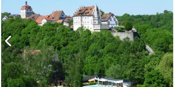 Blick auf Vellberger Städtle mit Freibad