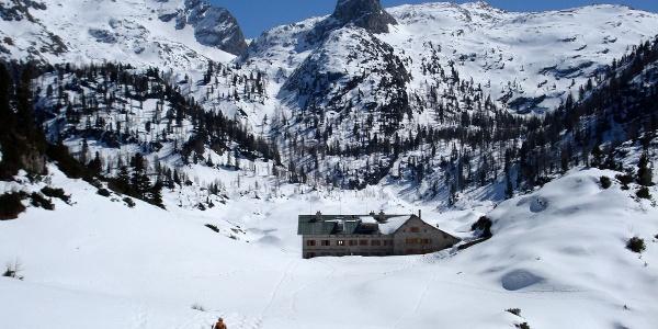 Das Kärlingerhaus am Funtensee im Winter