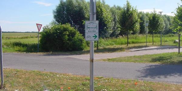 In Seggerde biegt der Aller-Radweg rechts ab