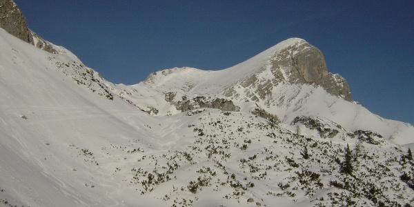 Blick vom Sattel hinüber zum Gipfel des Scheiblingsteins