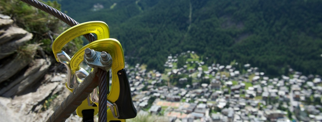 Der Klettersteig Schweifinen über den Dächern von Zermatt